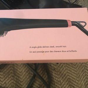 amika Makeup - Amika: straightening brush